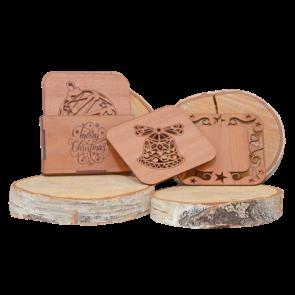 Set din lemn de mahon cu 4 coastere cu design Crăciun ACP03